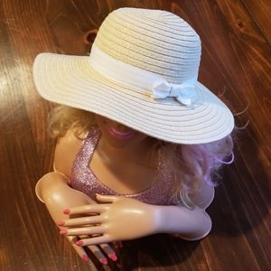 *4 for $10* Super cute beach hat for baby